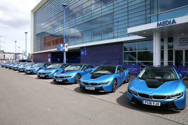 Dàn sao Leicester City khổ vì đống siêu xe BMW i8 - Ảnh 1.